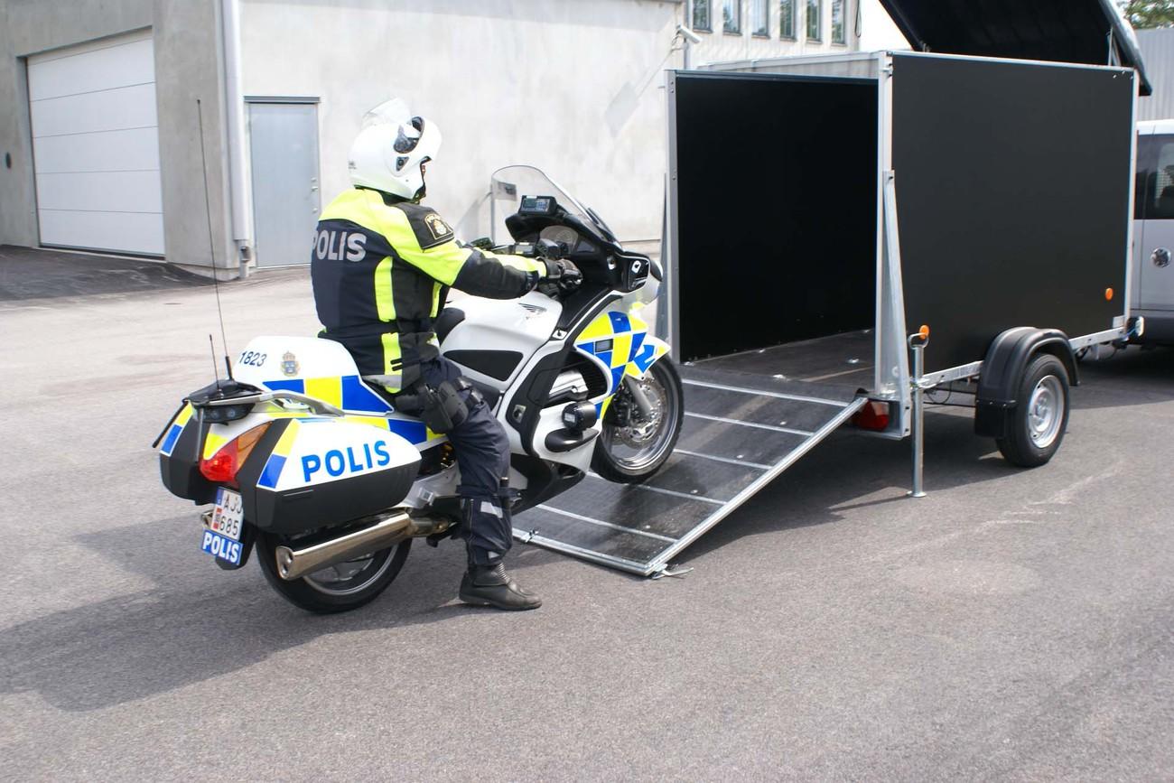 Police 2_VZ O.jpg